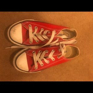 Red low converse for little girls